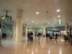 20:45。無事にエル・プラット空港T1に到着!  良かったぁぁ。。 あの女の人がいなかったら もっと慌ててた。  余裕持ったスケジュールでよかった。。