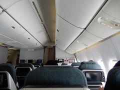 平成31年4月27日(土)6時00分に起床しました。ホテル日航成田をチェックアウトして,7時05分のシャトルバスで成田国際空港第2ターミナルへ  今回は,キャセイパシフィック航空を使って,香港経由でプーケット国際空港へ行きました。平成30年10月ごろにキャセイパシフィック航空のホームページからビジネスクラスを予約しました。早めに予約したので,安い値段で予約することができました。  今回成田国際空港では,サクララウンジの工事の都合で,キャセイパシフィック航空利用者は,サクララウンジは使うことができませんでした。  9時15分発(CX509便)→香港国際空港へ(13時10分着)  今回予約の時に座席指定をしていたのですが,機材変更で座席がバラバラになっていました。飛行機に搭乗してから,前の座席と後ろの席を交換してほしいとお願いしたところ,快く交換していただき,隣り合わせで座ることができました。