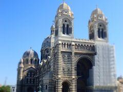ジェノヴァのサン・ロレンツォ大聖堂と似たようなシマウマ模様。 一部工事中でしたが、堂々とした佇まいで圧巻です。