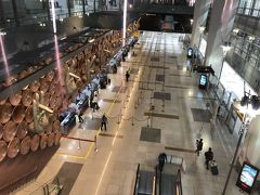 インディラガンジー空港  デリーに一泊してこれから成田・ダラス経由でトロントに向かいます。 デリーは1泊くらいがちょうどいいかも、また来週も来るけど。