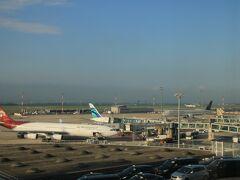 旅の7日目、シェラトンの部屋からはシャルル・ド・ゴール空港の駐機場が一望できました。