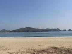 下阿蘇ビーチからは島浦島が目の前に。 今は静かですが、夏の海水浴の時期にはさぞかしにぎわうことでしょう。