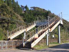 延岡市北川郷は、「平成の大合併」までは北川町という自治体でした。 JR日豊本線の北川駅。
