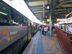 シドニー空港からはエアポートリンクでセントラル駅へ。