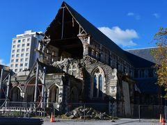 ホテルの隣に、クライストチャーチの街のランドマークだったカンタベリー大聖堂が2011年の地震で壊れたままでありました。