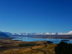 天文台のある山へ来ました。 雪をいただく山々と湖が美しいです。