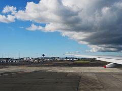 オークランド空港を出発です。