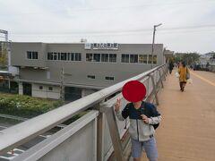 奈良交通バスで20分ほどで高の原駅に到着しました。ずっと住宅地内を通過する路線で利用客の多い路線でした。  高の原の駅前にも大きなイオンがあります。