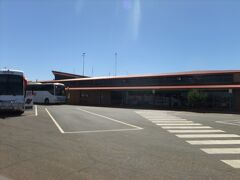 12時過ぎに空港行きのピックアップ。バージンオーストラリアとジェットスターのシドニー行きがほぼ同時刻。