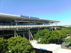ブリスベン空港に到着、国内線と国際線でターミナルが分かれていて、それぞれ国内線ターミナル駅と、国際線ターミナル駅とに分かれている。羽田空港みたいです。