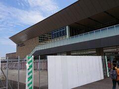 岩国駅。 新しい駅舎です。