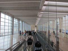 7:20 10時間エコノミーの地獄を乗り越えて、イスラエル、ペングリオン空港に到着。 入国審査は全く緊張感もなく、審査官が冗談を言ったりで、すんなり入国。  ATMで1200ILS(約38000円)を出金。