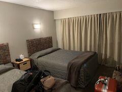 最初のお宿(The Godley Hotel)にチェックイン。 村の中心部に建っていてスーパーマーケットやガソリンスタンドからも程近く、素晴らしい立地の良い宿です。 http://www.tekapo.co.nz/The-Godley-Hotel/Home.aspx  日本から約1日がかりの長旅で、もはや疲労困憊…