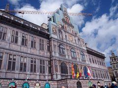 <市庁舎> ネロが絵のコンテストの時に登場していたので見たかったけど、工事中・・・
