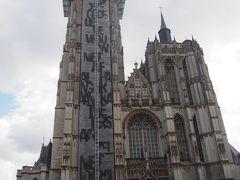 大聖堂は外観は工事中、 少し残念だけど、絵が見れたらうれしい