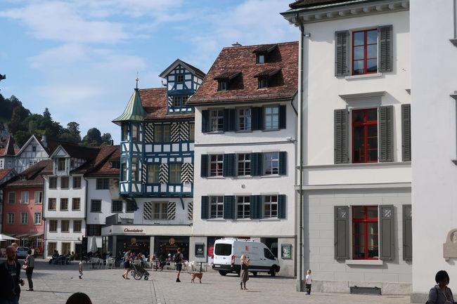 旧市街を小さく1周散策して、もとの広場に戻ってきました