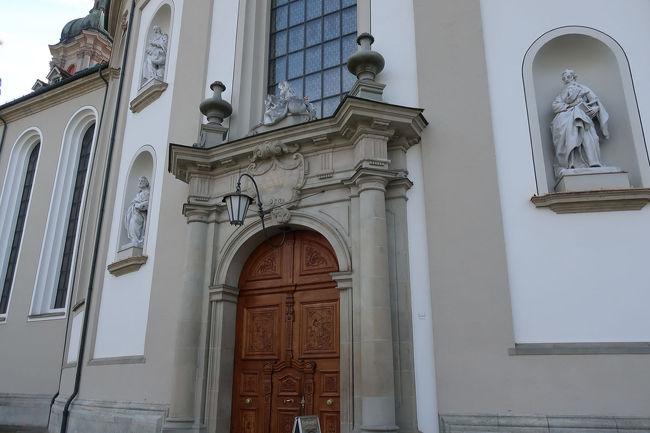 ザンクトガレン大聖堂の広場側の入口。大聖堂も世界遺産に登録されている