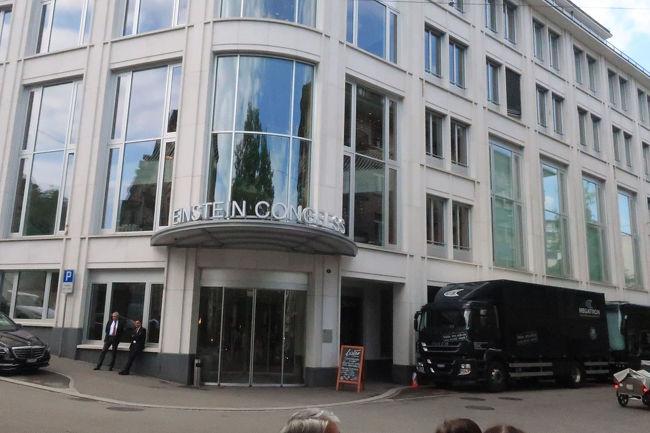 バスは大聖堂広場に入れないため、このホテルの前で下車。再び、ここまで歩いてきてここからバスに乗るという、その場所です。