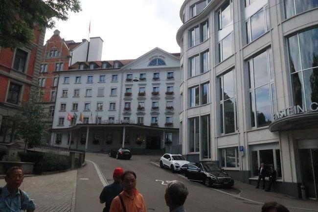 このホテルの左手にケーブルカー乗り場があり、ザンクトガレン市街を見渡せる散策コースがあるそう。行きたかったのに、省略されたのが残念!