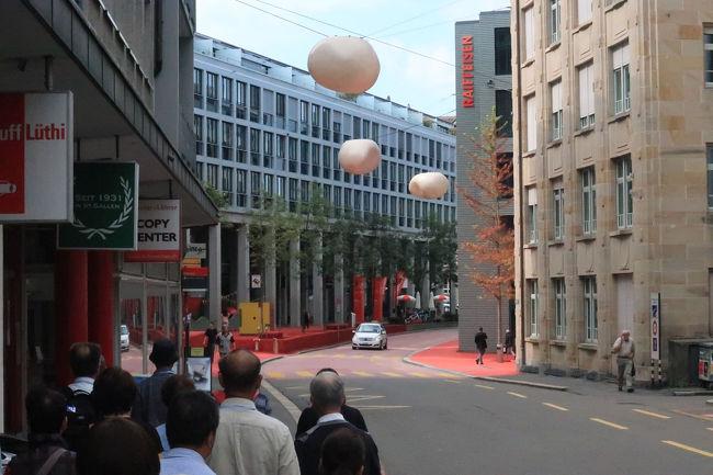 この丸い風船のようなもの(卵のようなものともいう)も、街路灯だと思われます