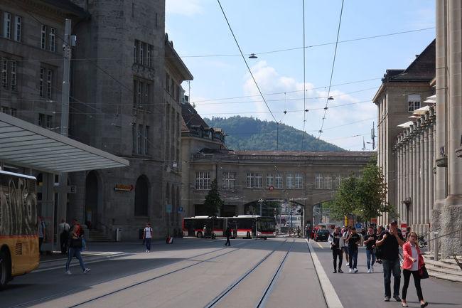 駅前には郵便局もありました(左の建物)