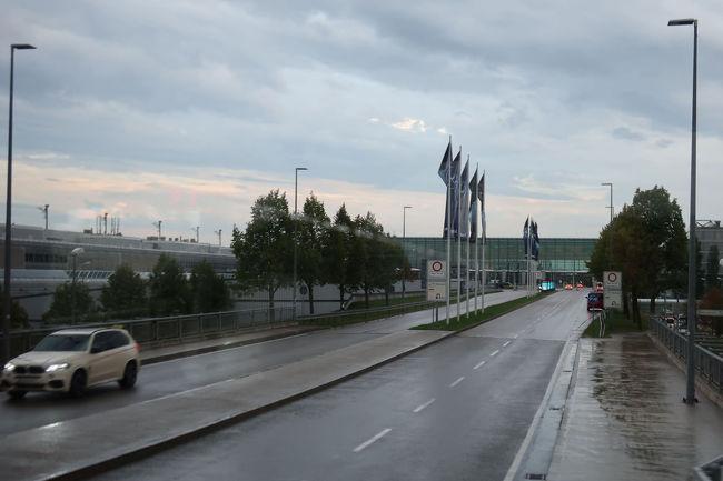 ミュンヘン空港に到着。なんと、この直前大雨が降ってびっくり。こんなに最後の最後で良かった。。。