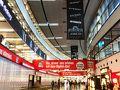 ウィーン国際空港到着。 12時間の快適なフライトでした。  AM06:00到着。 (-7時間の時差あり)  パスポートコントロールは1つしか窓口あいてなかったけど 到着便が少なかったのかすんなり通れました。