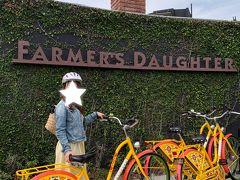 今日はホテルのレンタサイクルでラ・ブレアでお買い物、メルローズで写真撮りまくり、ホテルに帰ってきて着替えてUberでビバリーヒルズへ!という予定です。 ホテルで無料でラブリーな自転車が借りれるので、カウンターで借りました。色々書いてある用紙に名前や住所など入力しました。ヘルメットも渡されたのですが、街中では装着してる人ほとんどいないし、絶対しないといけないのかわからなかったのですが・・・・一応ずっとつけてました!!笑 もしノーヘルが違反だったら怖いし、何より自転車の高さが高すぎるのと、ブレーキの掛け方が違うので自転車運転が怖すぎてこけそうだったので安全のために被ってました。