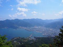 これまでにも増して、 急こう配な登山道を 一気に200mちかく登り、 標高522m天狗倉山頂上に到着。  ここまで来て、 やっと、絶景に出会いました!