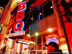 この時23時頃だったのですが、ほとんどのレストランは22時までの営業時間。 こんなにニューヨークが早くレストランが閉まるとは予想外。 近くで検索したところ、ダラスBBQというレストランが深夜1時まで営業とのこと。