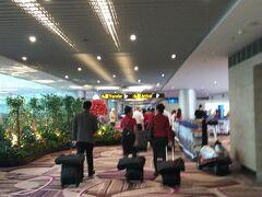 18:00(18:25定刻) チャンギ国際空港 到着  定刻よりも30分程早めに到着 初めてのterminal4
