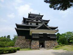 続いて、松江城へ。 現存12天守の一つです。