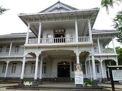 松江郷土館(興雲閣) 明治時代に迎賓館として建てられた白亜の木造洋館です。