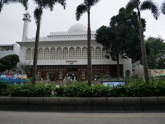 バス停の向かいぐらいに立派なモスクが モスクは行ったことがないので中も見てみたかった(観光客が入ってもいいなら)