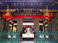 すぐ隣のシアンホッケン寺院。 小さな中華寺院だけど観光客がたくさんきます。 この時はインド系の団体ツアーさんがいました。