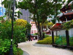 すぐ隣のテロックアヤ公園。 公園ていうかほぼ通路だけど(笑) シンガポールってこうしたちょっとしたところに緑があるのいいよね~