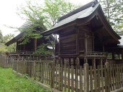 その井伊谷宮が現れた。  明治になって日本の神社は、それまでの伝統を大きく変えたと梅原猛は言う。  日本の神社は、成功した権力者を祀ったのではなく、死罪や流罪となって恨みを抱きながら亡くなった、尊い方を祀るのが日本の習わしだったのだ。  その怨霊を鎮魂し、讃え、自分の味方となってくれることを祈ったのが神社だ。