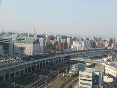 5月13日午前7時過ぎ。 滞在中のホテル・ヴィアイン岡山のお部屋の窓から。 朝からいいお天気。