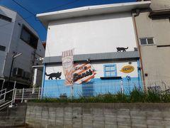 やっぱりそうだ☆本日のパン屋さん『Sante』です。4トラの口コミを書く時に、神戸市・Santeで検索すると、2件ヒットしました。店名は『Sante』と『Sante!』。ビックリマークの有無が違いますが、このパン屋さんもネットで検索すると!が付いていたり、付いていなかったり。どちらも住所が西舞子だったので、重複していると思って4トラさんに同じお店が2つあると訂正依頼を出してしまいました。 でも、住所の番地が違うんですよね。もしやと思ってググってみると、近くにSante!というバーがあるみたい。慌ててまた4トラさんに勘違いだったと報告しましたが・・・申し訳ないっ。