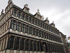 <市庁舎> 妙に、荘厳な建物だと思ったら市庁舎でした。