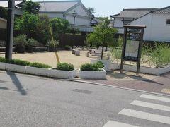 5月13日午前10時前。 30年ぶりくらいに訪れる倉敷。 駅前から倉敷中央通りを歩いてきたら途中に「倉敷美観地区」の標識が見えたので左へ。