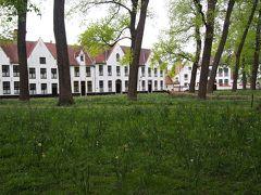 <ベギン会修道院 > ホテルからすぐ近く、夕方は日帰りの観光客が帰っていくのでとっても静か