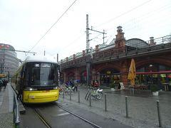 そのトラムに乗ってみた!何処に行くのかと思いながら車窓見物、終点はSバーンの隣駅Hackescher Markt 駅でした