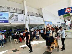 【ラオス首都:ヴィエンチャンのワッタイ国際空港の様子】  なんか、この空港良くねぇ....?みたいな.......