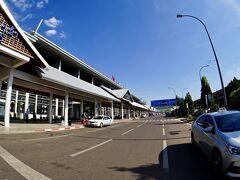 【ラオス首都:ヴィエンチャンのワッタイ国際空港の様子】  よくよく聞いて見ると、2018年8月にできたばかりだそうぅ~