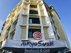 【午後からメコン川に向かう】  ホテルから、ナンプ広場まで向かいます.....  なんと、いきなり「東京寿司 Tokyo Sushiビル」が......