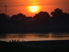 【メコン川の夕陽】  この瞬間の為にここまで来たんです......