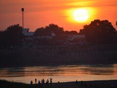 【メコン川の夕陽】  これ.....これ........!!!