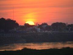 【メコン川の夕陽】  さすがに....この光景は......声になりません.......