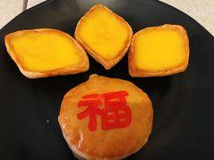 新加坡佛牙寺龍牙院に行く途中にあった  東興 というお菓子屋さん  エッグタルトが有名とあったので、買いました。